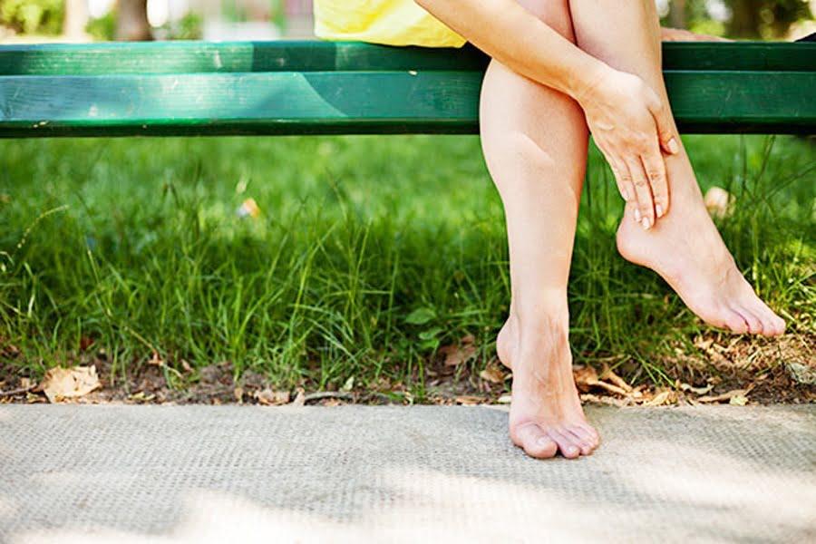 ce pot face pentru a-mi ajuta picioarele și gleznele umflate